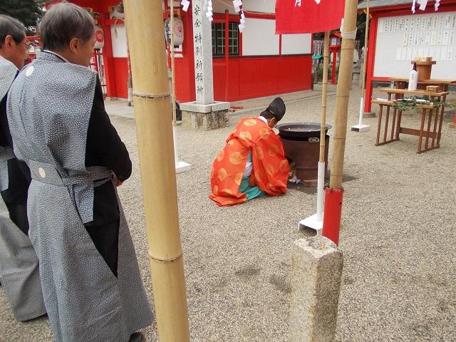 海山道神社 豆煎り奉仕2